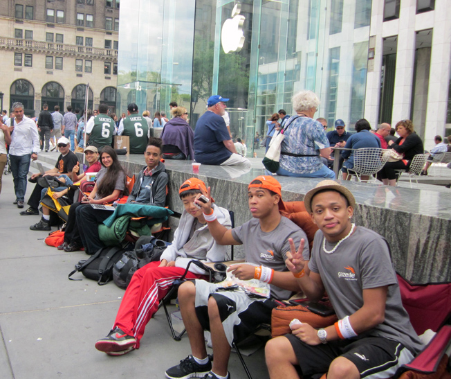 iPhone 5 Line Photos 5th Ave